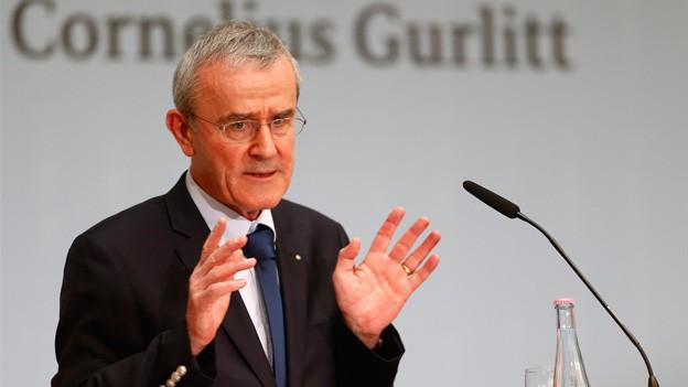 Christoph Schäublin verkündet die Annahme des umstrittenen Gurlitt-Erbes an einer Pressekonferenz.