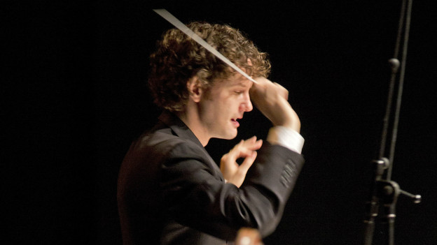 Nicholas Collon dirigiert das Ensemble Intercontemporain in Luzern
