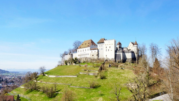 Panoramabild vom Schloss Lenzburg