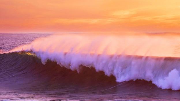 Meerswelle vom Atlantik in der Abendsonne