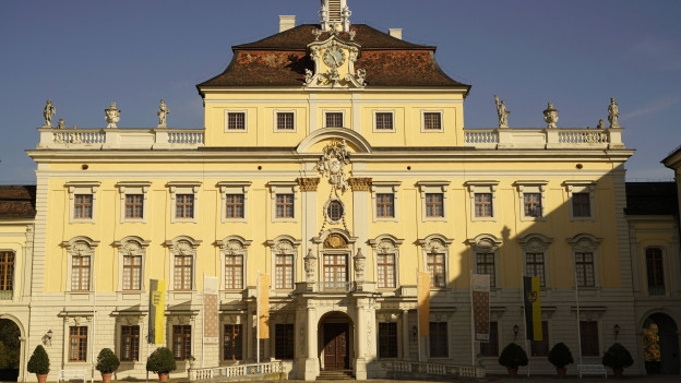 Foto von der Vorderseite des Residenzschloss Ludwigsburg.