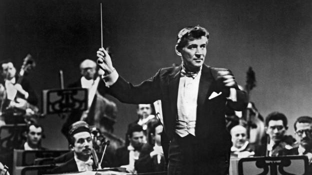 Der Dirigent Leonard Bernstein im Jahr 1961