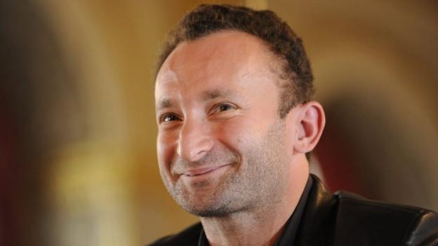 Ein Portrait des lächelnden Kirill Petrenko