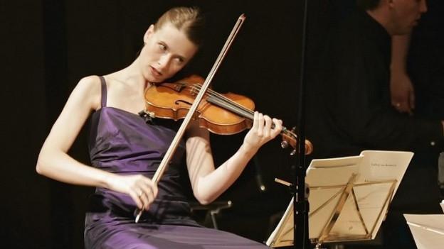 Die Violinistin Esther Hoppe 2006 am 21. Davos Festival.