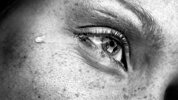 Auge mit Träne