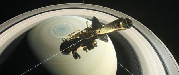 Sonde Cassini stürzt auf Saturn zu