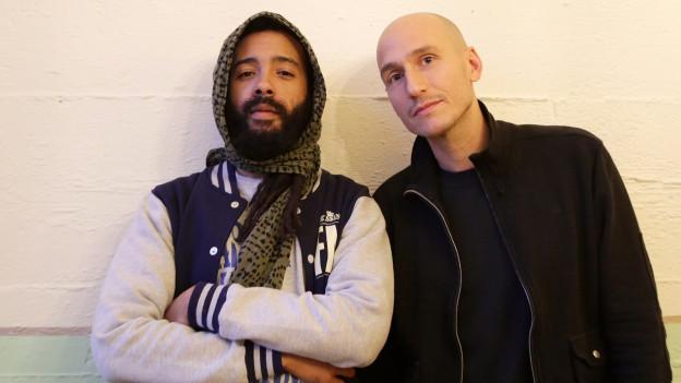 Reggae-Künstler Protoje mit Moderator Lukie Wyniger.