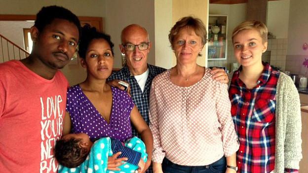 Familie von Siebenthal mit ihren eritreischen Gästen.