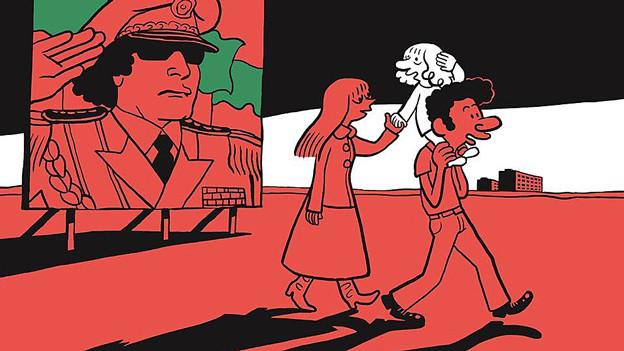 Eine Frau und ein Mann, der ein Kind auf den Schultern trägt, gehen auf der Strasse, im Hintergrund ein Bild eines Diktators.