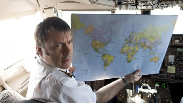 Iron Maiden Sänger Bruce Dickinson ist ausgebildeter Linienpilot und fliegt auf der kommenden Iron Maiden Welttournee den bandeigenen Jumbo Jet durch 6 Kontinente.