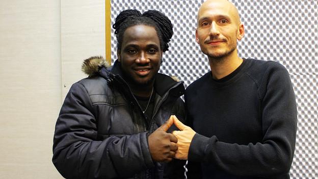 I-Octane posiert mit «Reggae Special»-Macher Lukie Wyniger.