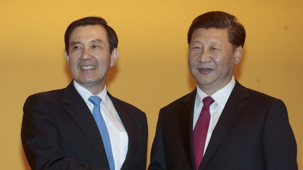 Taiwans Präsident Ma Ying-Jeuo (links) und Chinas Präsident Xi Jinping in Singapur.