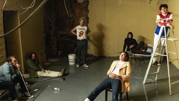 Der Verputz bröckelt und die Kabel müssen von der Decke baumeln: The Growlers sind in verlassenen Kellern zu Hause.