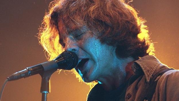 Quer durch die Pearl Jam-90er: Eddie Vedder am 23.06.2000 im Hallenstadion Zürich.