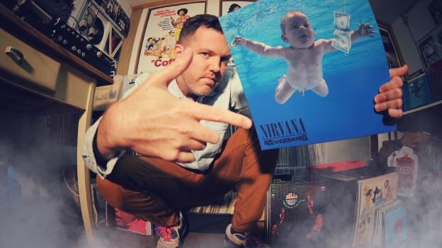 DJ Pesa mit seiner Nirvana «Nevermind»-LP