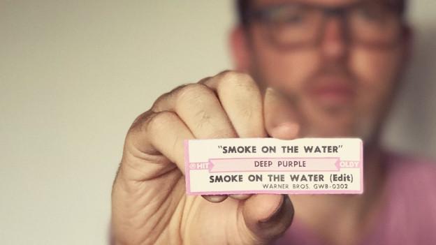 «Smoke On The Water» - Der Rock-Klassiker der englischen Deep Purple handelt vom Casino-Brand während eines Zappa-Konzertes in Montreux.