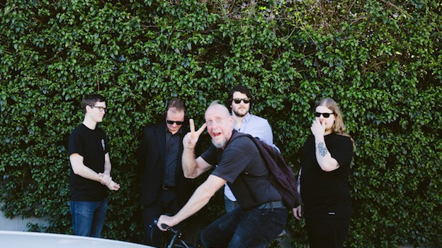 Photogebombt: Protomartyr mit Sänger Joe Casey (2.v.l.)