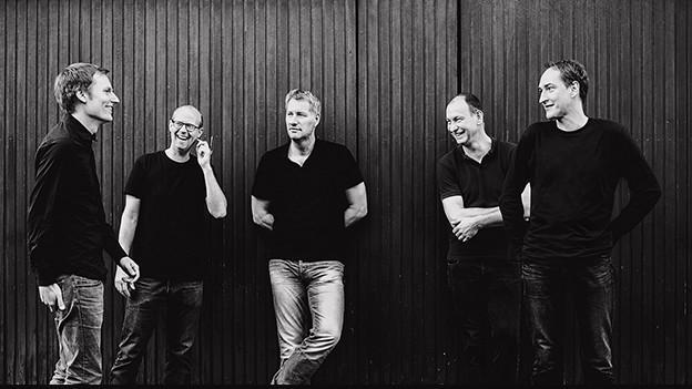 Flaggschiff des Deutschen Indie-Pop: Kettcar mit Sänger Marcus Wiebusch (m.)