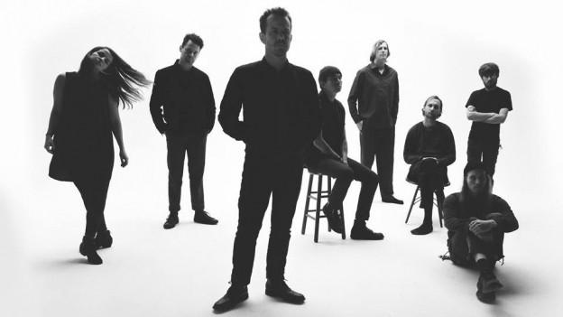 Bis zu 12 Musiker*innen: Typhoon aus Oregon bringen die 4. Platte «Offerings.»