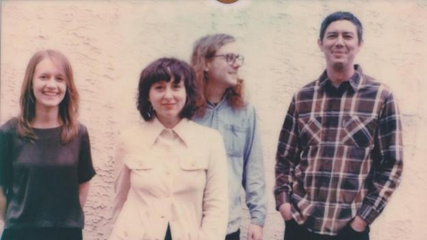 Swearin' mit Songwriting-Duo Allison Crutchfield (Mitte, l.) und Kyle Gilbride (Mitte, r.)