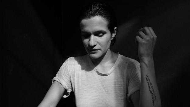 Neben 2 Alben mit Big Thief jetzt zum 2. Mal solo: Adrianne Lenker mit «abysskiss»