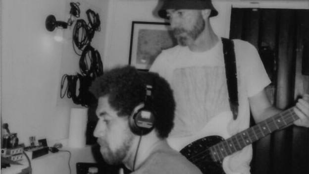 Danger Mouse (l.) und James Mercer von The Shins (r.) tuns wieder: Als Broken Bells Hits schmieden.