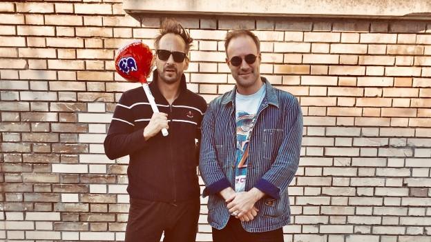 Brothers from another Mother: Simon Hari aka King Pepe (l.) mit SRF 3-Musikredaktor Claudio Landolt.
