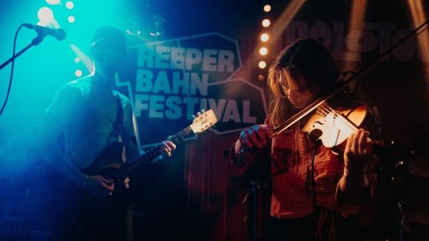 Ein kleiner Hype um eine handvoll Songs: Die Briten Black Country, New Road konnten wir live testen am Reeperbahn Festival 2019