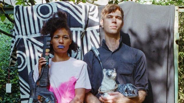 Underground Pop aus ZH: Zainab Lascandri (l.) und Michal Holy sind None Of Them.