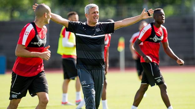 Vorfreude auf die Fussball-EM: Vladimir Petkovi? beim Training mit seinem Team.