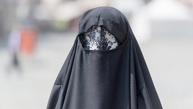 Inländervorrang vs. Ausländervorhang! Der Nationalrat sagt ja zum Burkaverbot.