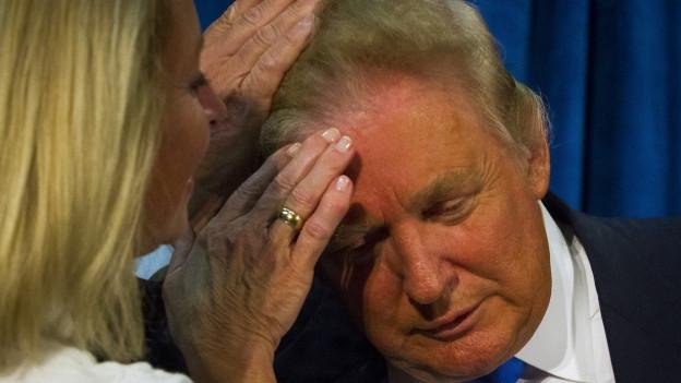 Trump hat die Haare schön.