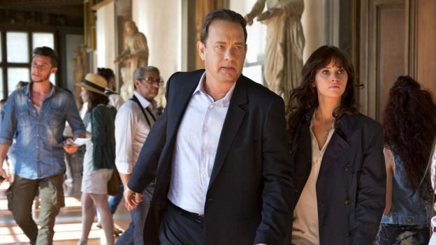 Robert Langdon (Tom Hanks) und Sienna Brooks (Felicity Jones) hetzen durch Florenz.