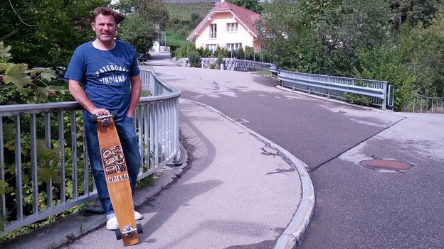 Christof Peller und sein Klassiker-Longboard