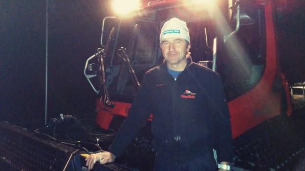 Ruedi Vontobel nimmt mit seinem Pistenbully «Amsli» jede Steigung