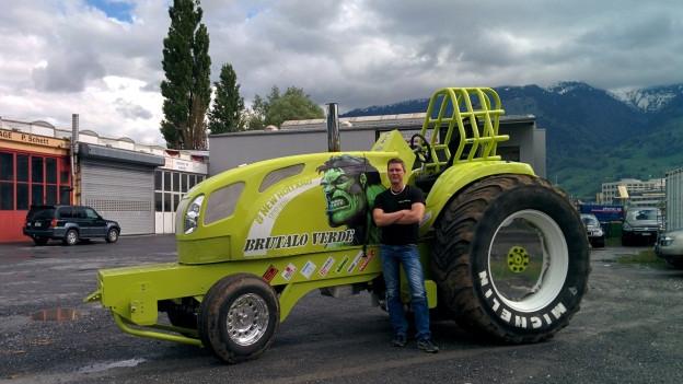 Mike Ritter und sein Renntraktor «Brutalo Verde»