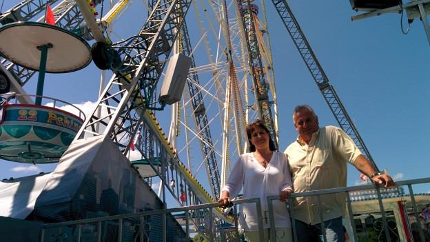 Elisabeth Stammler und Harry Corbière an ihrem Arbeitsplatz: «Riesenradfahren wird uns nie verleiden...»