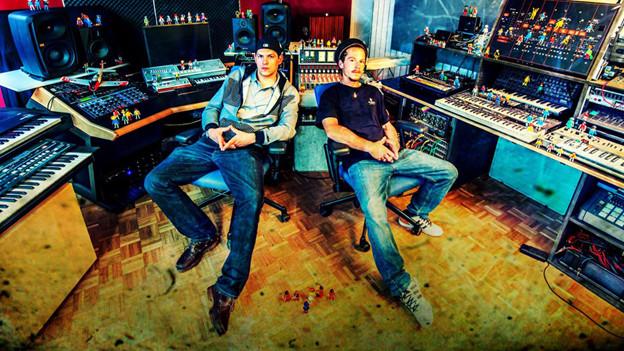 Mr. Bandito (links im Bild) in der Schaltzentrale der Weedy G Soundforce.