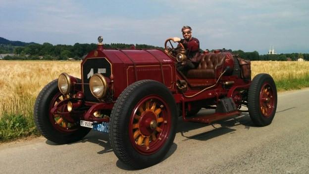 Marco Valmadre auf seinem 1915 American LaFrance. Ein Auto wie von einem anderen Stern.