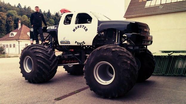 Das Monster: 800 PS, 5 Tonnen schwer, 3.3 Meter hoch und der pure Stolz von Ändu Urech.