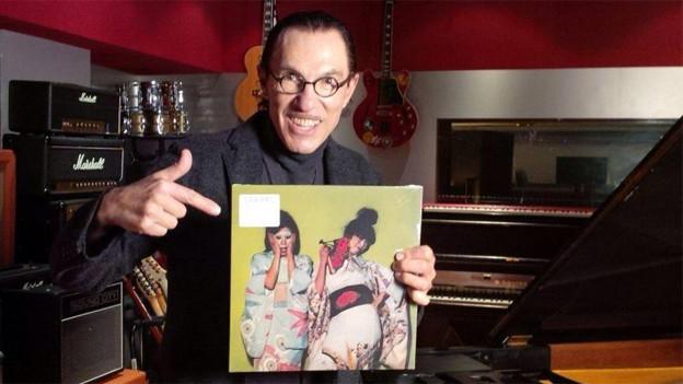 Musiker Ron Mael zeigt die neue Sparks-Platte