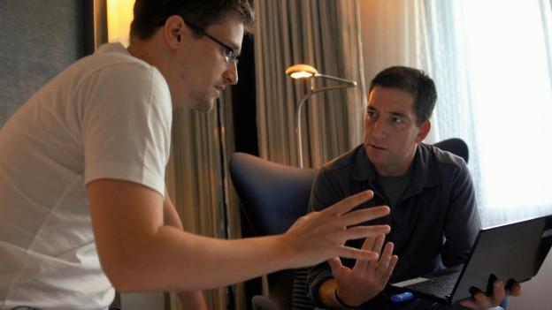 Edward Snowden (links) mit dem Journalisten Glenn Greenwald.