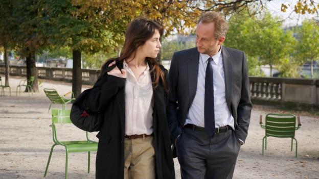 Marc (Benoît Poelvoorde) ist von Sylvie (Charlotte Gainsbourg) hingerissen.