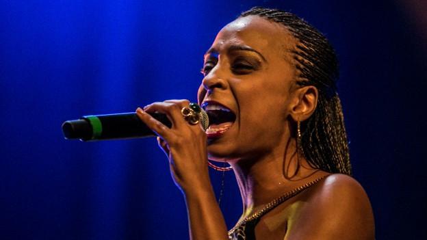 Konzertfoto von Sängerin Alaine