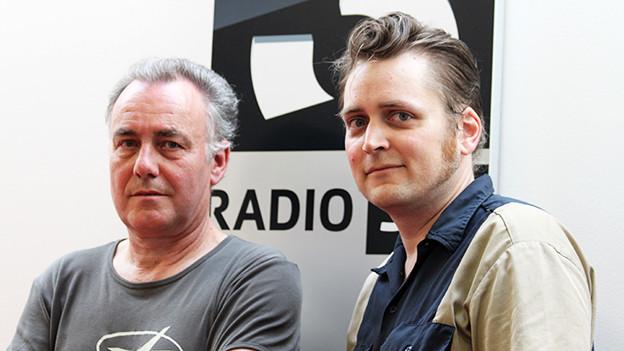 Moderator Matthias Erb zusammen mit Howlong Wolf aka David Langhard im SRF 3-Studio