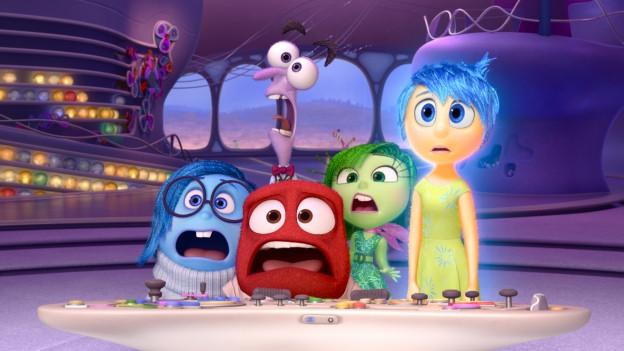 Blaue Traurigkeit, lila Angst, rote Wut, grüner Ekel und gelbe Freude am Kommandopult in Rileys Hirn.