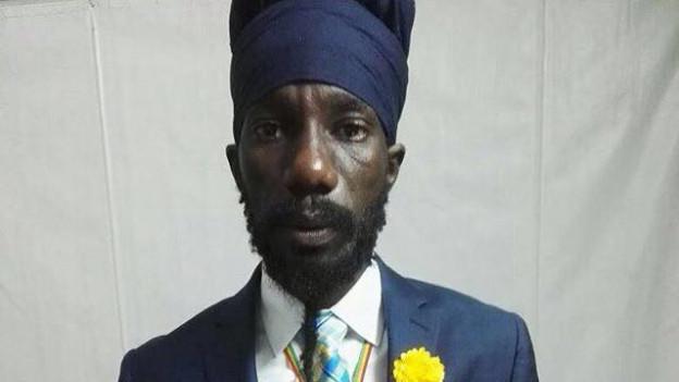 Sizzla - man hat aufgehört zu zählen - zuviele Alben hat Jamaikas umstrittenster Sänger bereits veröffentlicht.