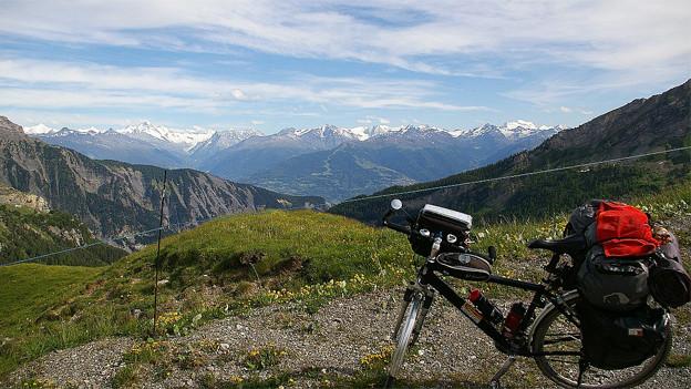 Von den grossen Alpenpässen ist der Sanetschpass oder Col du Sénin (2251) im Wallis ein besonderes Exemplar.