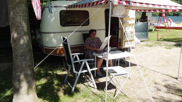 Uf u dervo-Macherin Marianne Berna hat einen Logenplatz am See gefunden.