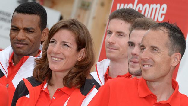 Die Medaillenhoffnungen Tadesse Abraham, links, Marathon, Nicola Spirig, Mitte, Marathon, und Viktor Roethlin, rechts, Marathon, beim Fotoshooting von Swiss Athletics